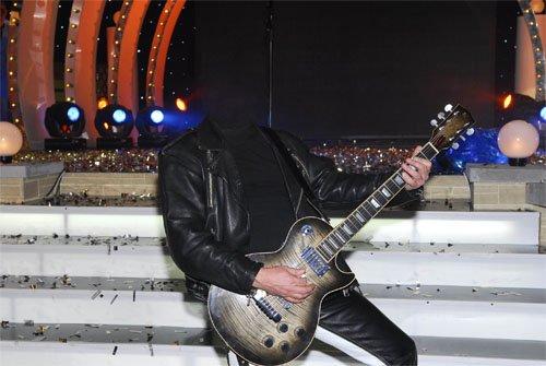 Мужской шаблон - На собственном выступлении с гитарой