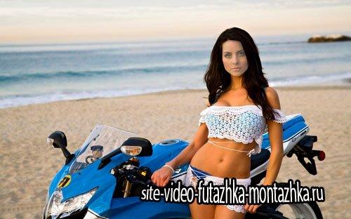Шаблон psd женский - Девушка на берегу моря с мотоциклом